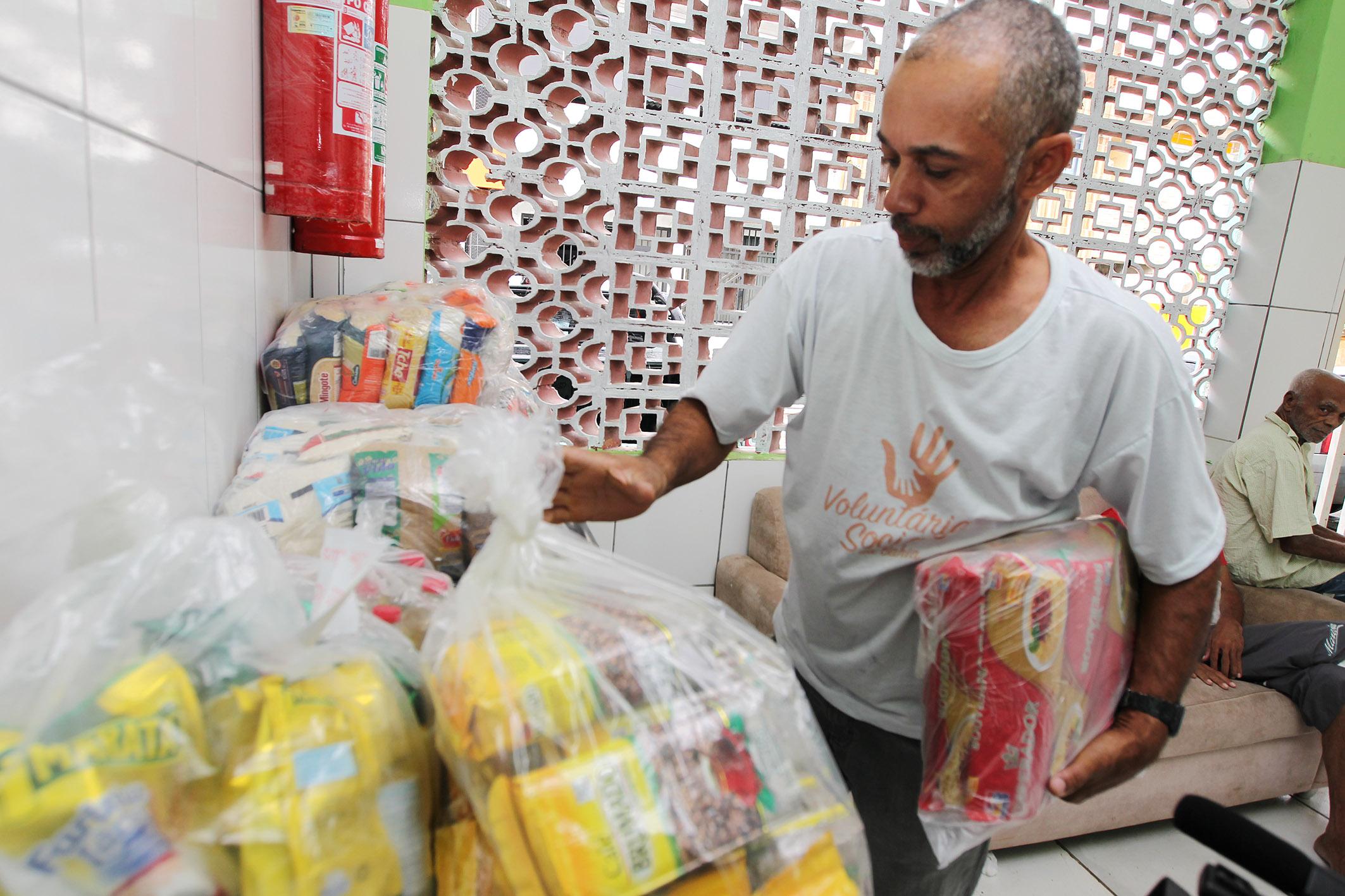 Salvador: alimentos arrecadados em show de Luan Santana são doados