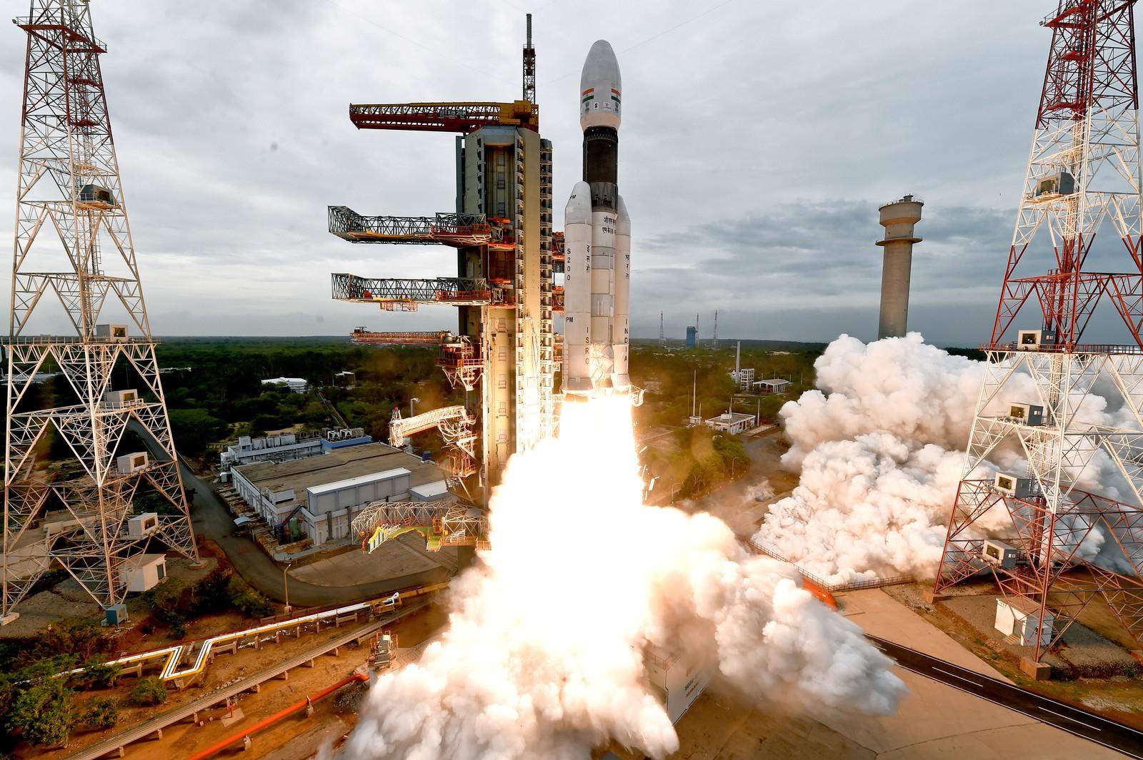 Índia lança foguete em missão inédita até a Lua