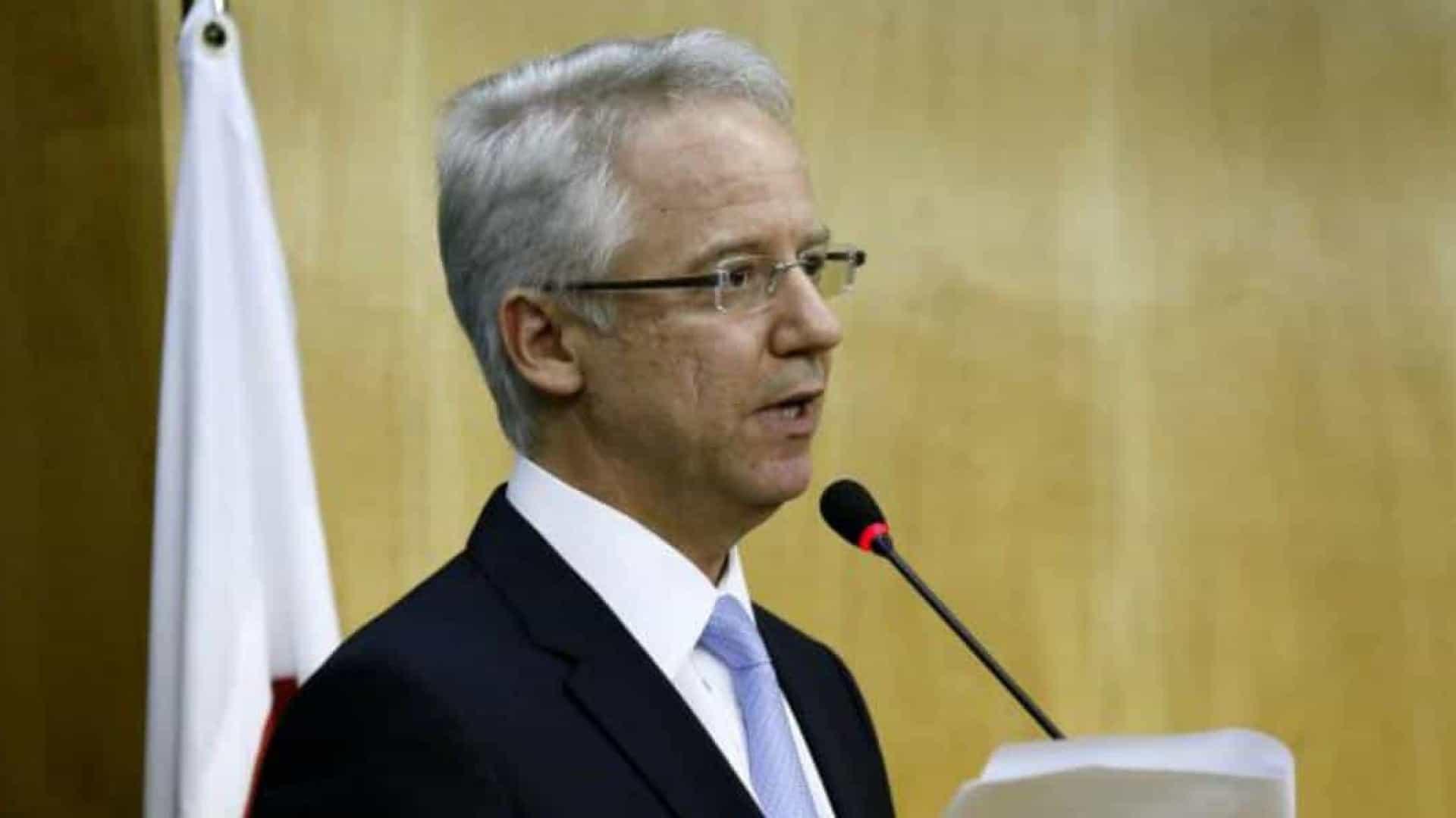 Bolsonaro escolhe filho de ex-presidente do Supremo para o TSE