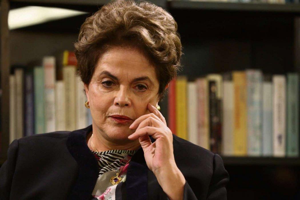 Vídeo: 'Saí daí, bandida. Quebrou o país', diz homem à Dilma durante desembarque de um voo