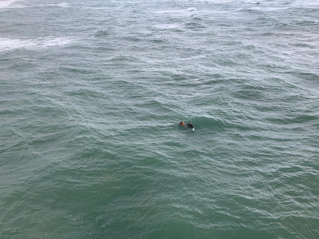Homem é capturado no mar pelo Graer após fugir de policiais em Salvador