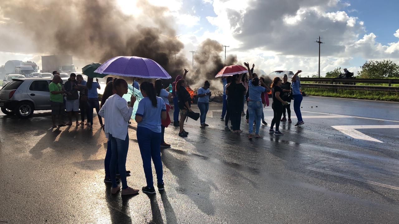Manifestação deixa trânsito congestionado na Via Parafuso