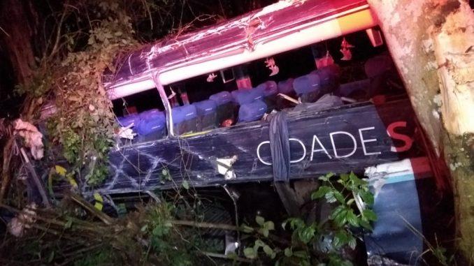 Resultado de imagem para Cinco pessoas morrem e dez ficam feridas em acidente com ônibus no Sul da Bahia