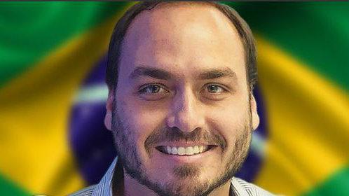 Vereador Carlos Bolsonaro lança a mãe para eleição à Câmara do Rio