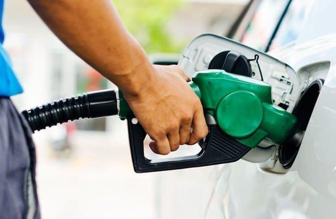 Petrobras anuncia aumento de 3,5% no preço da gasolina nas refinarias
