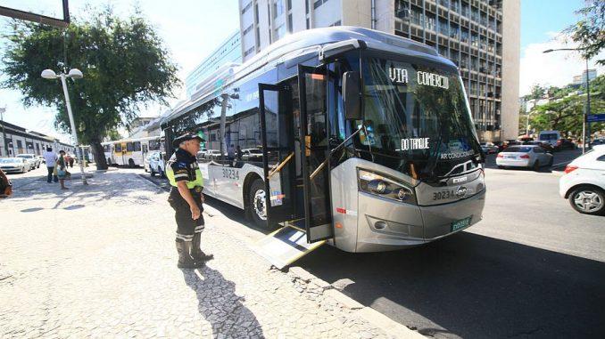 Homem rouba ônibus do transporte coletivo de Salvador na manhã desta sexta-feira
