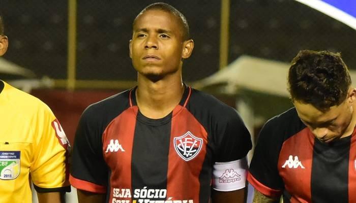 """Cotado para ser titular contra o Paraná Everton Sena afirma:  """"Estou de volta para ajudar a equipe"""""""