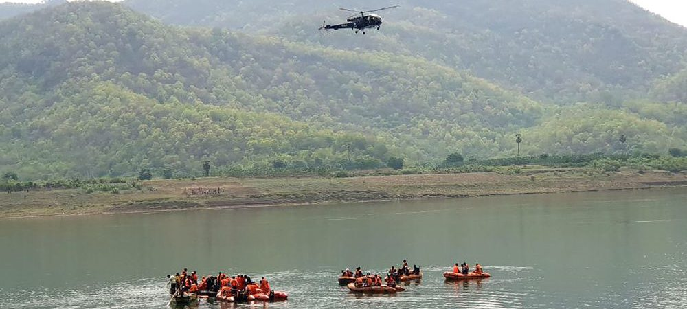 Barco de turismo vira na Índia e deixa pelo menos 11 mortos