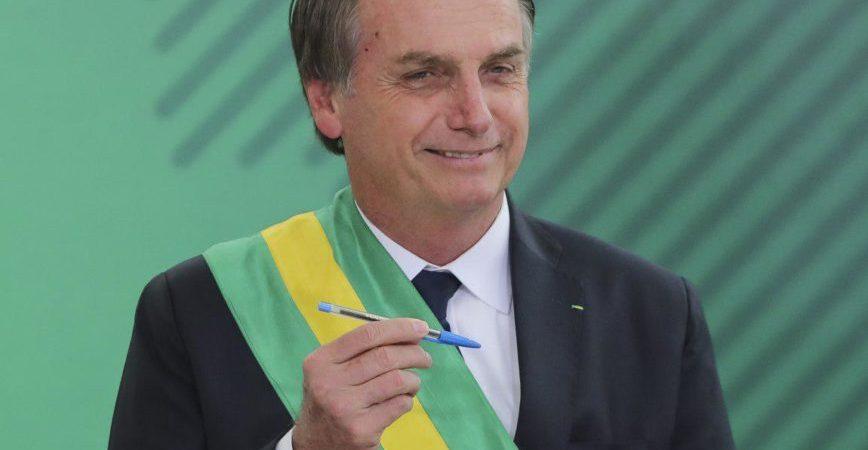 Jair Bolsonaro institui 'Dia do Rodeio' na mesma data do 'Dia dos Animais' e de São Francisco de Assis
