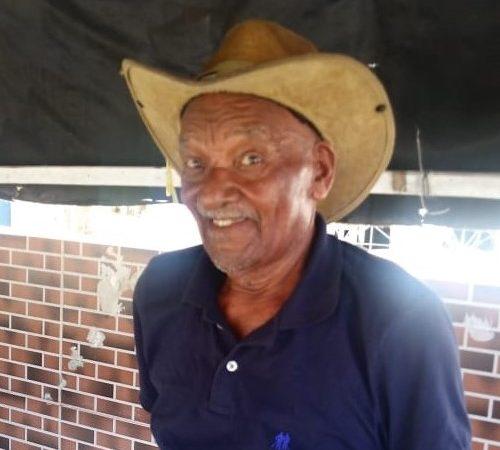 'Viva Camaçari': morador de Vila de Abrantes, de 94 anos, espalha alegria pelo distrito