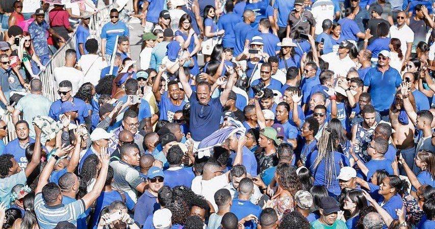 Camaçari: grupo do prefeito Elinaldo mostra força no desfile que antecede ano eleitoral