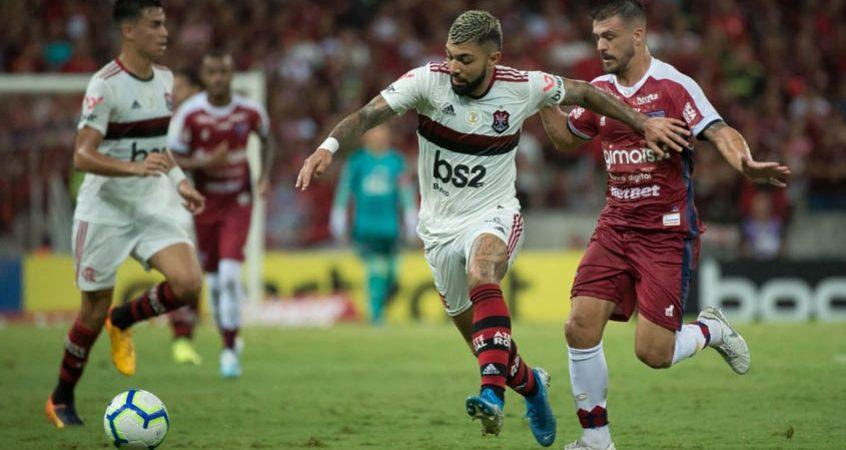 Flamengo vence o Fortaleza e segue disparado na liderança do Brasileirão