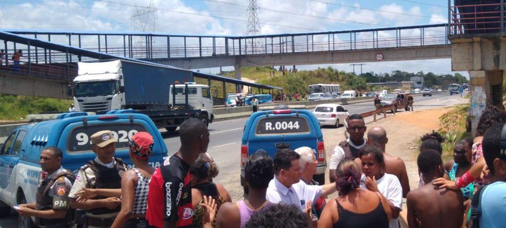 Moradores fazem manifestação no CIA-Aeroporto após morte de jovem