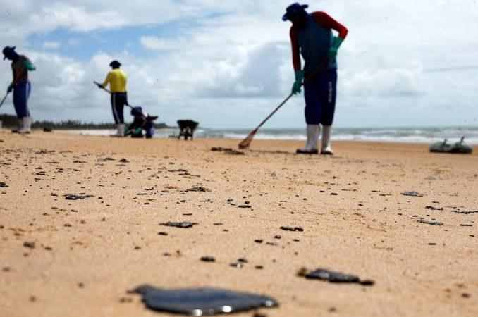 Salvador: Secretaria Municipal da Saúde registra caso suspeito de intoxicação por óleo nas praias da capital
