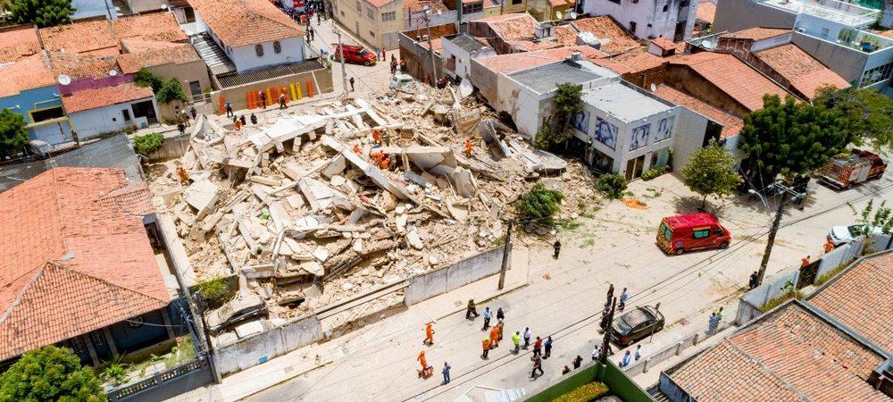 Bombeiros confirmam 2ª morte após desabamento de prédio residencial em Fortaleza