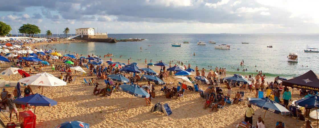 Homem morre afogado na praia do Porto da Barra, em Salvador