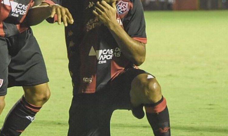 """Fim de empréstimo: atacante se despede e retorna ao Palmeiras: """"Obrigado Vitória!"""""""