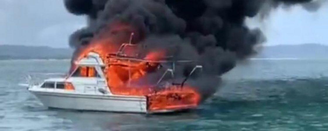 Lancha pega fogo e afunda na Ilha de Itaparica; 4 pessoas estavam na embarcação