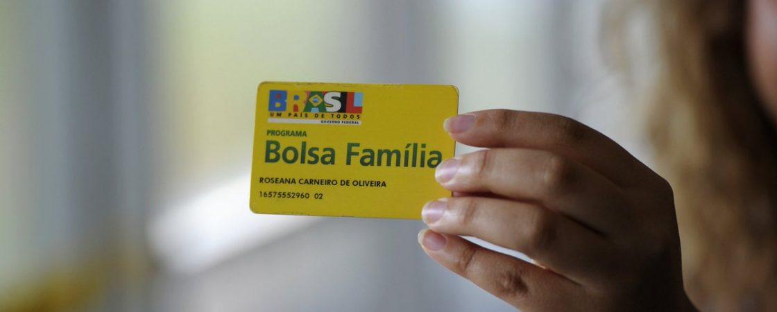 Bolsa Família: governo 'congela' programa em cidades pobres