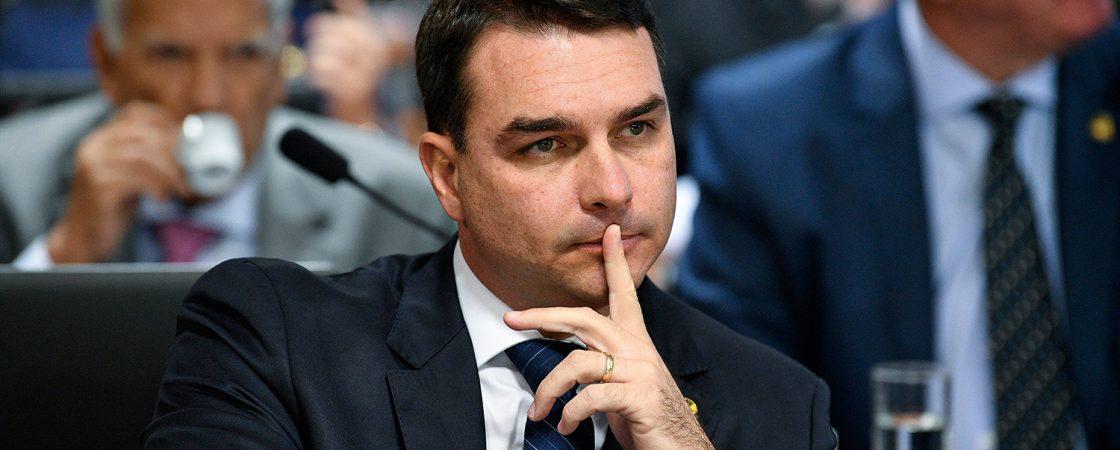 Investigação sobre Flávio Bolsonaro é retomada pelo MP-RJ