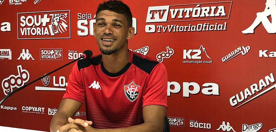 Junto ao Bahia de Feira, Vitória acerta contratação de Van e Gabriel Bispo por três temporadas