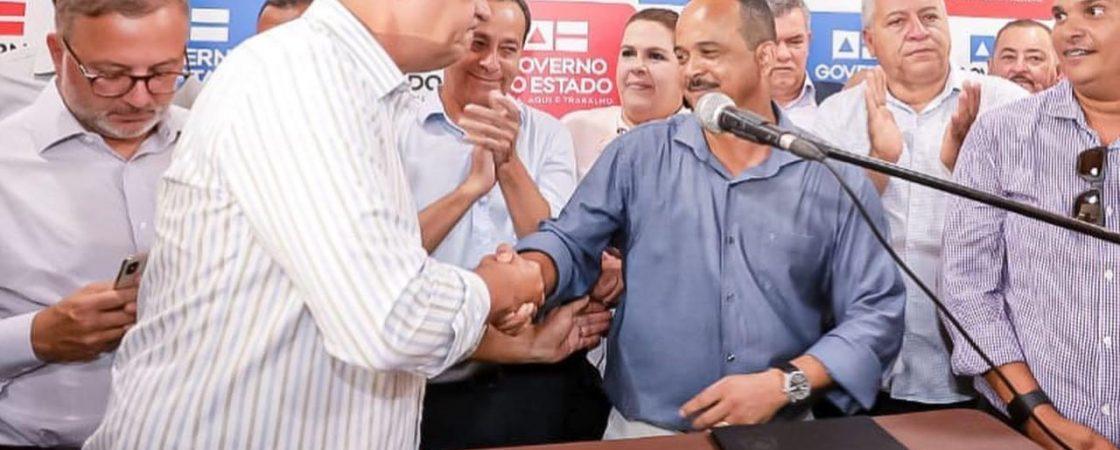 Aproximação entre Elinaldo e Rui Costa deixa petistas de Camaçari apavorados