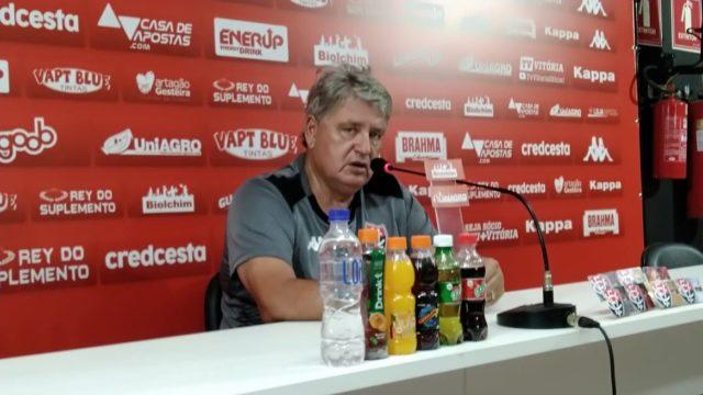 """""""O grande objetivo do ano é voltar à Série A"""", crava o técnico Geninho"""