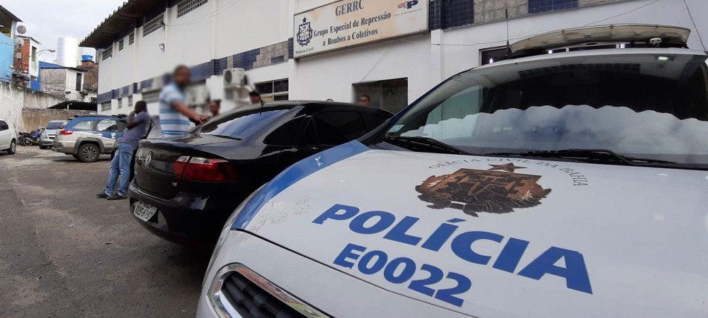 Homens armados invadem ônibus e assaltam passageiros em Salvador