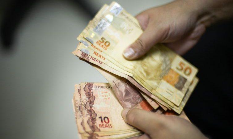 Salário mínimo tem novo reajuste e passará de R$ 1.039 para R$ 1.045
