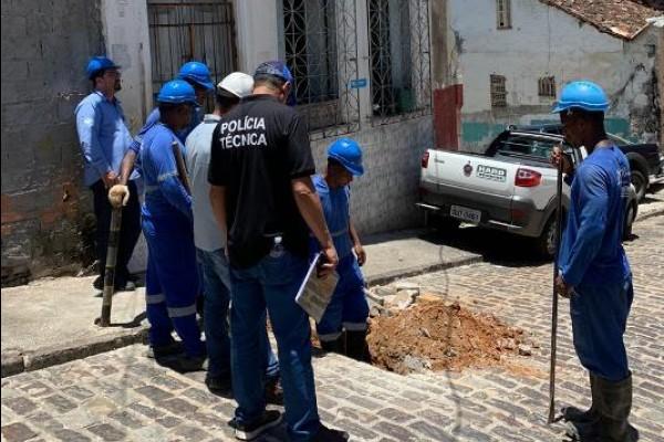 """Três casarões são flagrados com """"gato"""" de água no centro de Salvador"""
