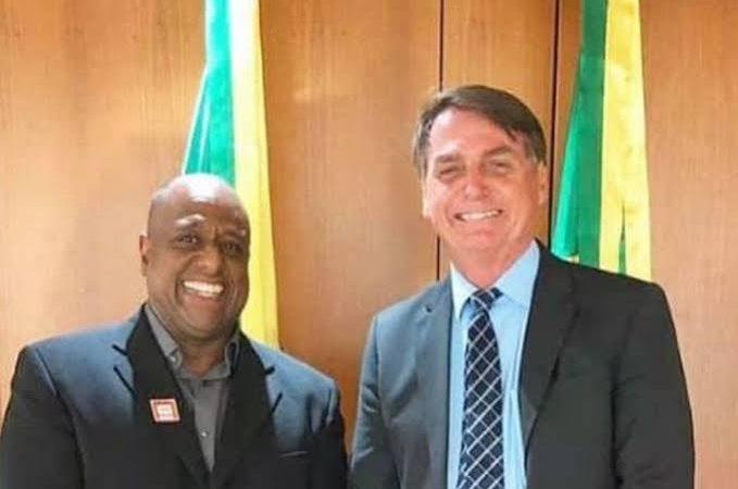 Padrinho de casamento de Flávio Bolsonaro é o novo secretário de esportes