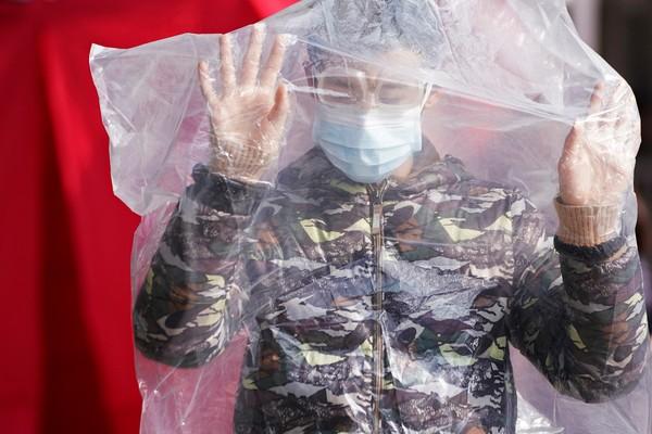 OMS afirma que epidemia do coronavírus está controlada no resto do mundo