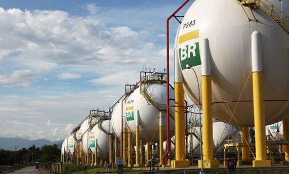 Preço da gasolina e do diesel será cortado nas refinarias a partir de amanhã (29)