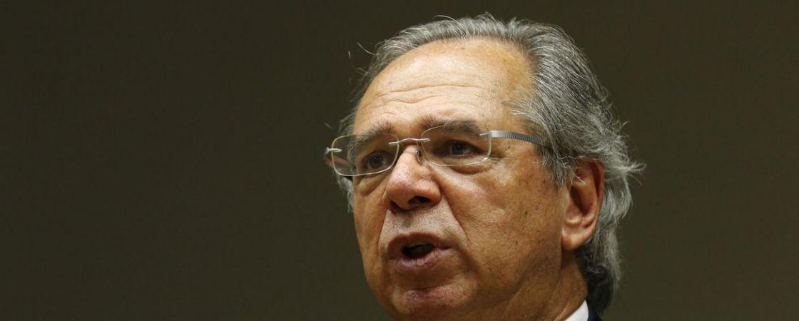 Guedes anuncia que governo prorrogou Auxílio Emergencial por mais 2 meses