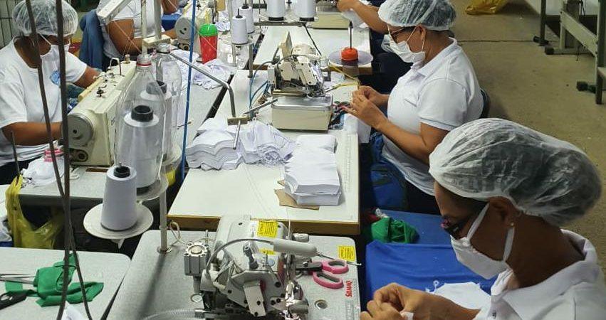 Covid-19: Empresas de confecção vão fabricar 61 mil peças de vestuário para hospitais baianos