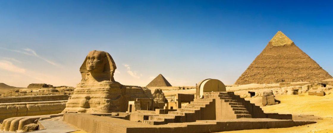 Egito desinfeta área de pirâmides esvaziadas de turistas