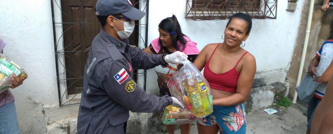 Corpo de Bombeiros distribui donativos à população carente de Salvador e Lauro de Freitas