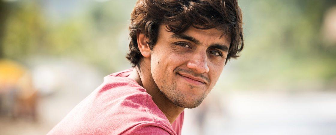 Felipe Simas está com coronavírus e isolado da esposa e dos 3 filhos pequenos