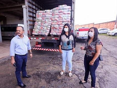 Em meio as dificuldades com a pandemia, secretária e primeira-dama de Camaçari celebram entregas das Cestas de Páscoa