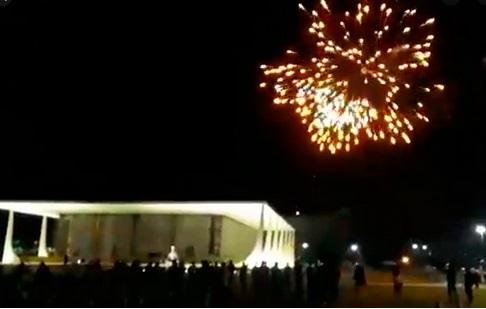 Apoiadores do presidente lançam fogos no prédio do STF e mandam ministros 'se prepararem'