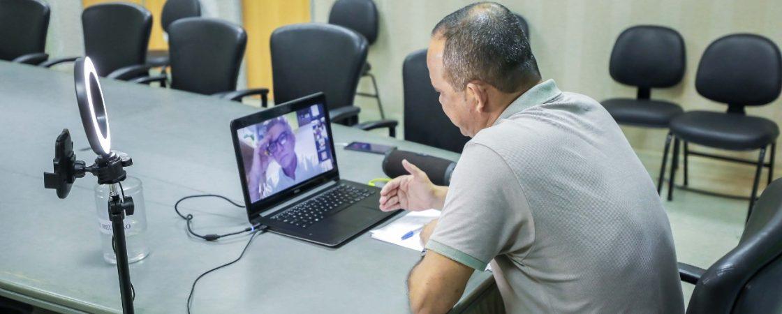 Por videoconferência, prefeito debate calendário letivo de 2020 e formação continuada em Camaçari