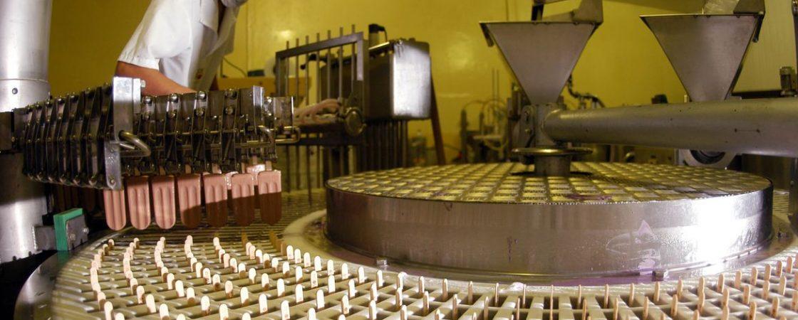 Produção industrial tem em abril maior queda em 18 anos: -18,8%