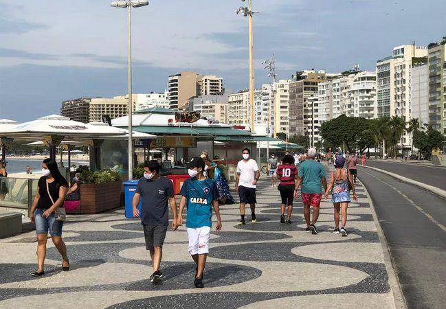 Brasil: cariocas movimentam orla do Rio neste sábado (6), após decreto amenizar medidas; entenda