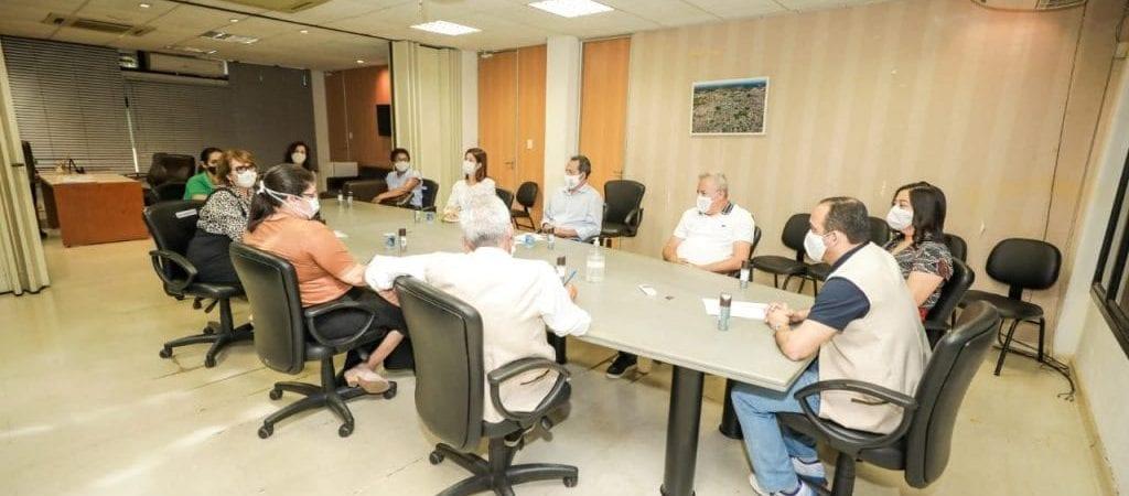 Camaçari: prefeito se reúne com equipe técnica da Secretaria da Saúde