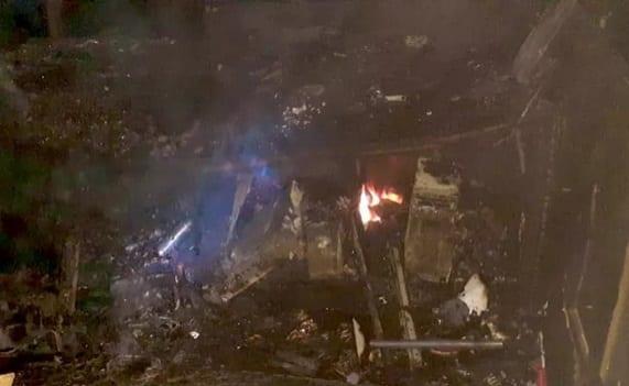 Após incêndio, loja de shopping em trecho da RMS ficou parcialmente destruída, diz Corpo de Bombeiros
