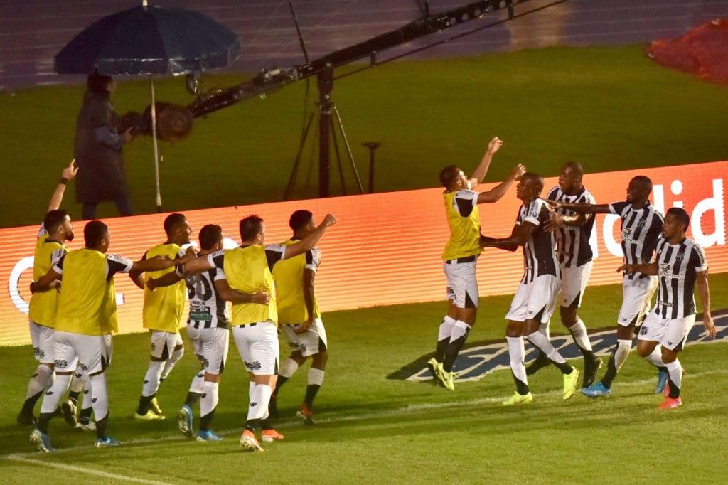 Sem poder de reação, Bahia volta a perder e Ceará é Campeão do ...